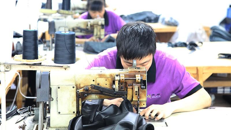 真皮沙发厂家德洛家具是怎样生产一款沙发的
